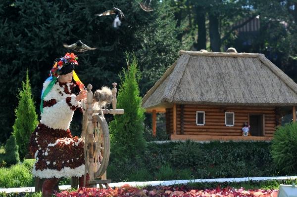 75 kii 7 - Выставка цветов «Река вышиванок» открылась в Киеве