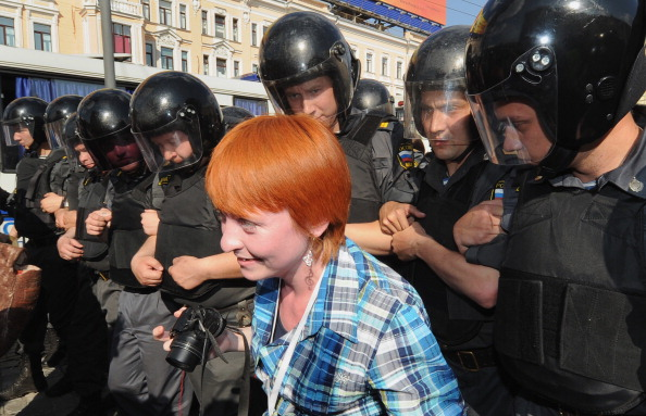 Почему Москва одинаково запрещает гей-парады и марши несогласных