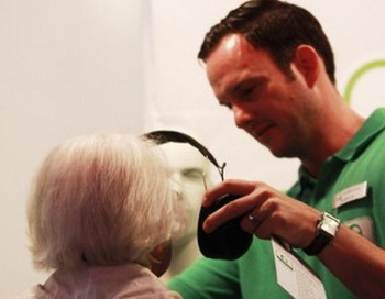 Необходимо проявлять заботу о глухих людях