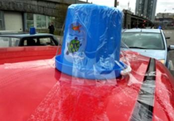 У автолюбителей в моде синие ведерки