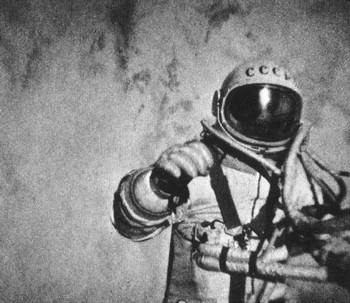 В открытый космос человек вышел 45 лет назад