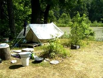 115 palatki - Московские пенсионеры сдали свою квартиру и переехали в палатку