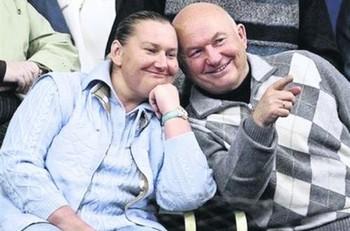 Елена Батурина, жена Лужкова, заявила, что уезжать из России они с мужем не намерены