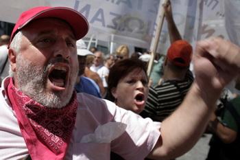 161 Protests Athens 912 - Греческие пенсионеры штурмовали Министерство здравоохранения