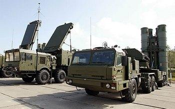 """Зенитно-ракетная система C-400 """"Триумф"""" будет положена в основу создания новой системы ПВО России"""