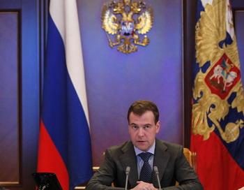 163 2203 DM2 - Медведев подверг критике высказывание  Путина о резолюции по Ливии