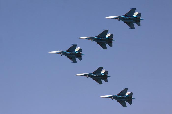 ВВС России будут рассеивать облака над Москвой в День Победы