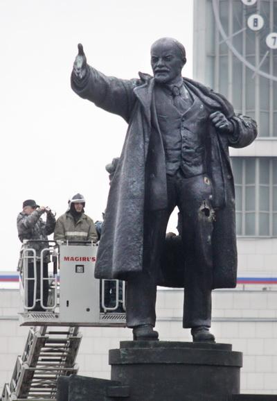 Памятник Ленину в очередной раз взорвали в пригороде Петербурга