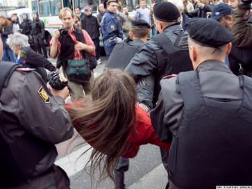 Митинг на Триумфальной площади  в Москве и на Дворцовой площади в Санкт-Петербурге разогнан милицией, участники задержаны