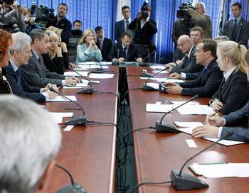 """Медведев поручил провести ревизию для выявления в общежитиях вузов """"чуждых элементов"""""""