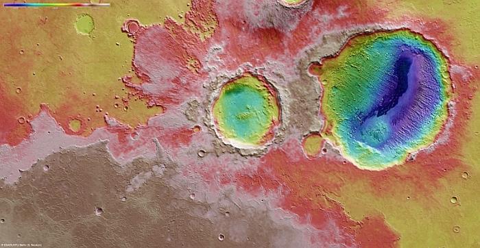 Марсианский кратер показывает периодические изменения климата