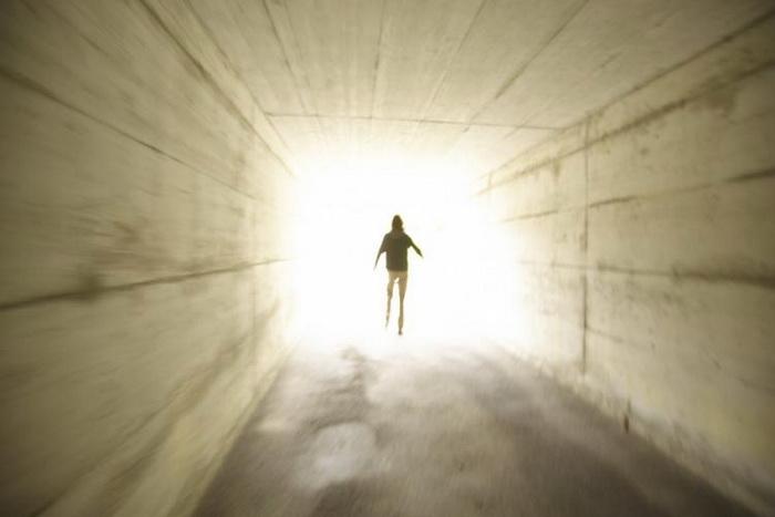 163 tunnel+light - Почему материалистическая наука не может объяснить предсмертные переживания