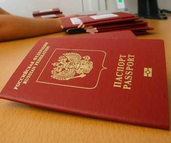 Россияне в 2012 году смогут оформлять загранпаспорт в 10-15 раз быстрее - глава ФМС