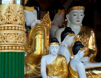 163 0504 statui - Статуи Будд в Малайзии двигаются и излучают свет