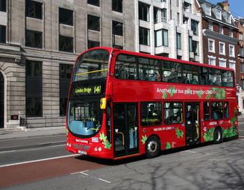 В Лондоне вышли в рейс первые электроавтобусы