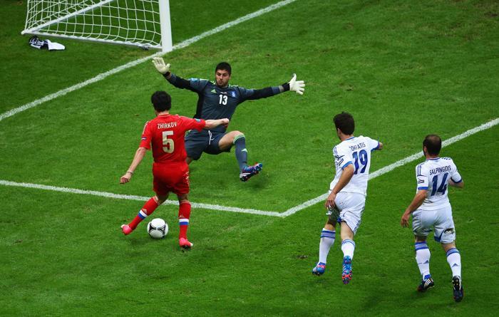 Сборная России по футболу проиграла Греции и покинула Евро-2012. Фоторепортаж и видео с матча