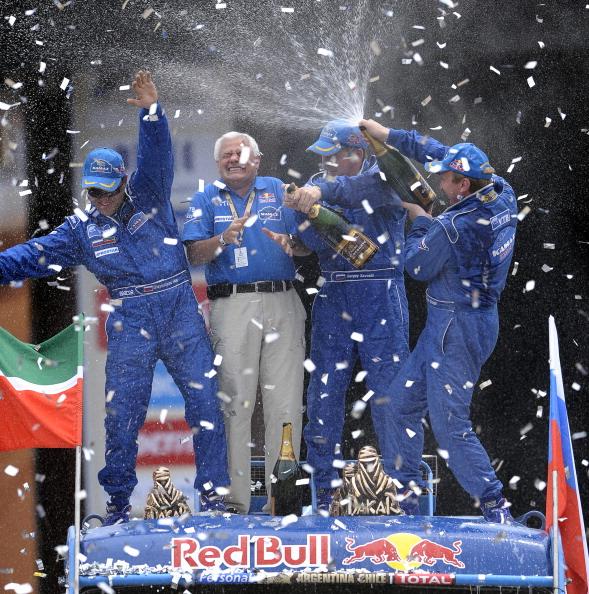 161 VCH2 - Дмитрий Медведев поздравил Владимира Чагина  с победой в ралли «Дакар-2011»