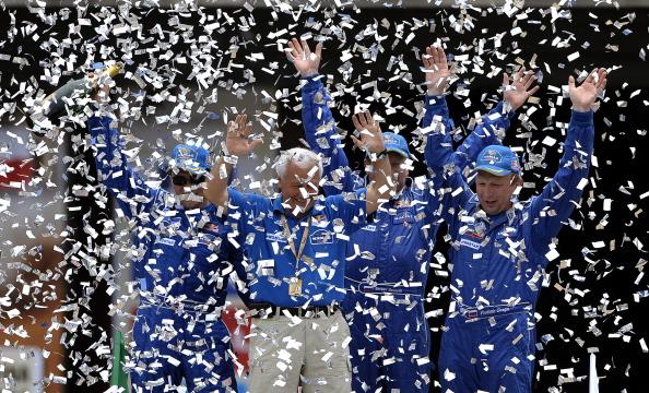 161 VCH3 - Дмитрий Медведев поздравил Владимира Чагина  с победой в ралли «Дакар-2011»