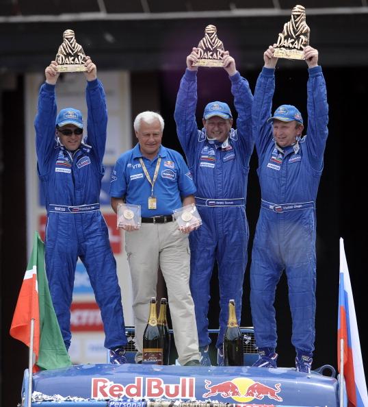 161 VCH4 - Дмитрий Медведев поздравил Владимира Чагина  с победой в ралли «Дакар-2011»