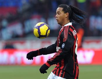"""""""Милан"""" простил Роналдиньо трехдневную гулянку перед матчем"""
