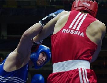 ЧЕ по боксу в Москве. Восемь российских боксеров вышли в 1/2 финал