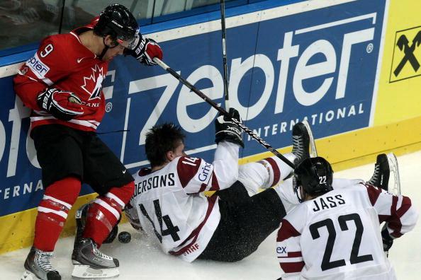 163 110510 11 NXLkan - ЧМ-2010: Канадцы разгромили латвийцев. Фоторепортаж