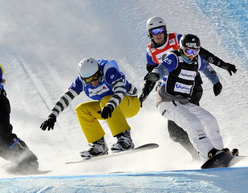 163 250110 snoybort - Дмитрий Базанов выиграл два «золото» на этапе Кубка Европы по сноуборду