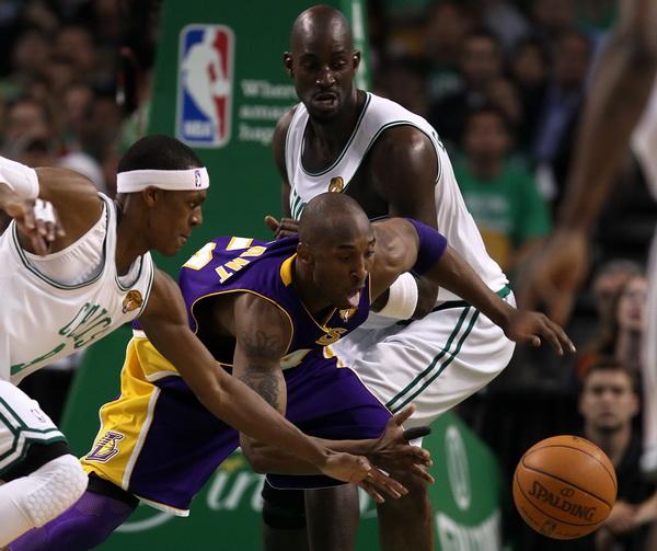 173 09 06 10 LA Boston 12 - «Лос-Анджелес Лейкерс» победил «Бостон Селтикс» в финальной серии плей-офф НБА. Фоторепортаж