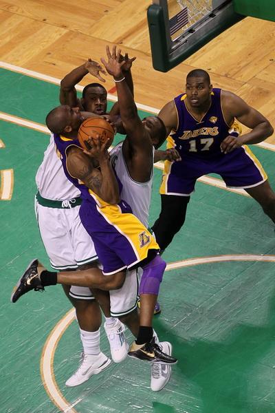 173 09 06 10 LA Boston 13 - «Лос-Анджелес Лейкерс» победил «Бостон Селтикс» в финальной серии плей-офф НБА. Фоторепортаж