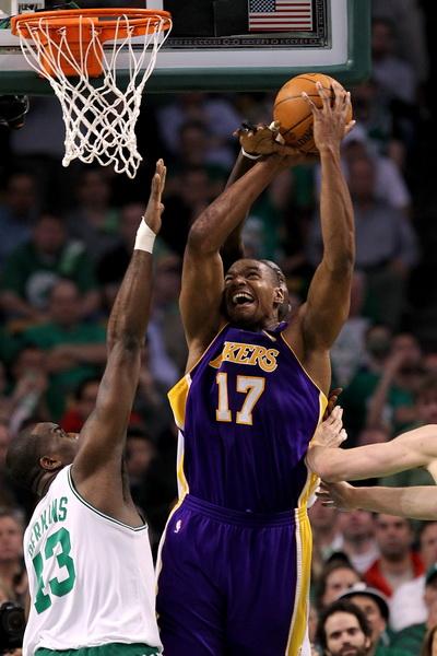 173 09 06 10 LA Boston 14 - «Лос-Анджелес Лейкерс» победил «Бостон Селтикс» в финальной серии плей-офф НБА. Фоторепортаж