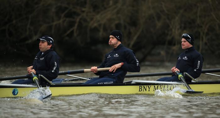 Спортсмены из Оксфорда готовятся к легендарной лодочной гонке