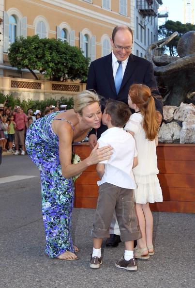 161 72311Sarlin 02 - Принцесса Монако Шарлин и принц Альберт II посетили выставку «История свадьбы принца»
