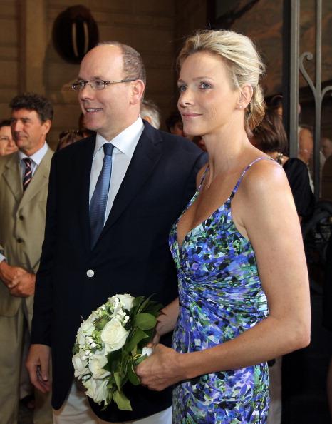 161 72311Sarlin 04 - Принцесса Монако Шарлин и принц Альберт II посетили выставку «История свадьбы принца»