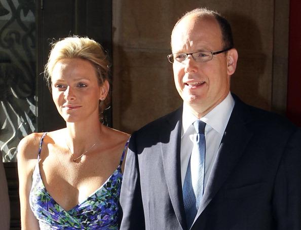 161 72311Sarlin 09 - Принцесса Монако Шарлин и принц Альберт II посетили выставку «История свадьбы принца»