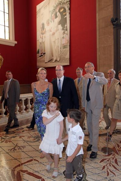 161 72311Sarlin 11 - Принцесса Монако Шарлин и принц Альберт II посетили выставку «История свадьбы принца»