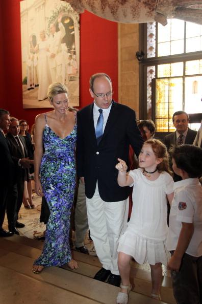 161 72311Sarlin 13 - Принцесса Монако Шарлин и принц Альберт II посетили выставку «История свадьбы принца»