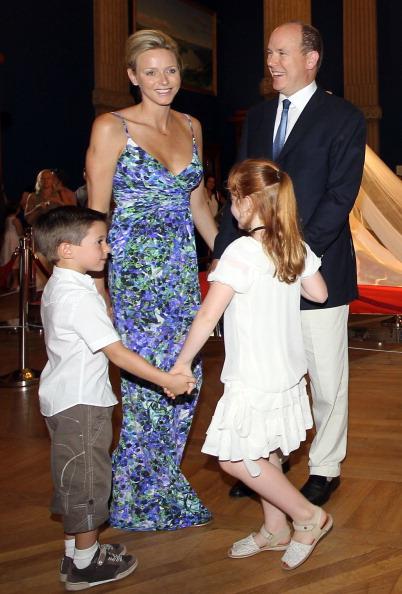 161 72311Sarlin 16 - Принцесса Монако Шарлин и принц Альберт II посетили выставку «История свадьбы принца»