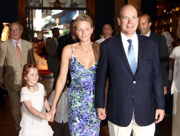 161 72311Sarlin 17 - Принцесса Монако Шарлин и принц Альберт II посетили выставку «История свадьбы принца»