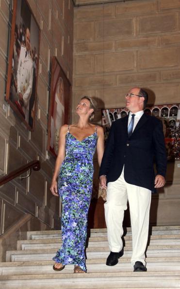 161 72311Sarlin 19 - Принцесса Монако Шарлин и принц Альберт II посетили выставку «История свадьбы принца»