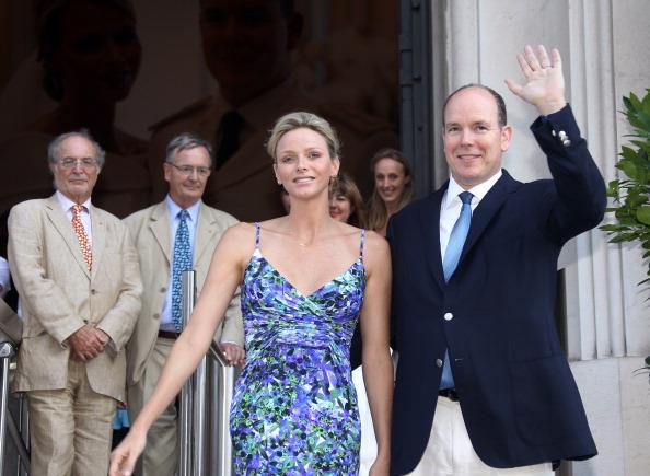 161 72311Sarlin 20 - Принцесса Монако Шарлин и принц Альберт II посетили выставку «История свадьбы принца»