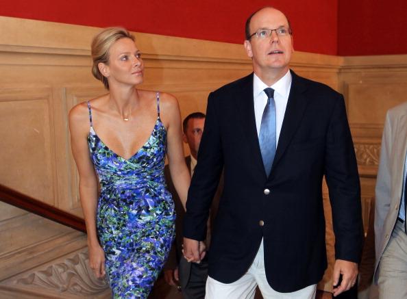 161 72311Sarlin 23 - Принцесса Монако Шарлин и принц Альберт II посетили выставку «История свадьбы принца»