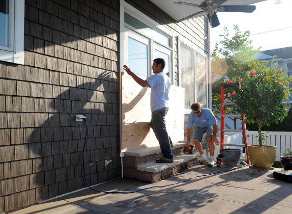 Из-за урагана «Айрин» на  Восточном побережье США  люди готовятся к эвакуации