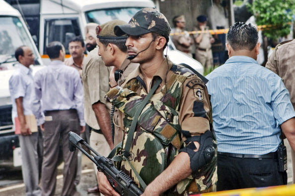 Фоторепортаж о последствиях теракта у входа в здание Верховного суда в Нью-Дели