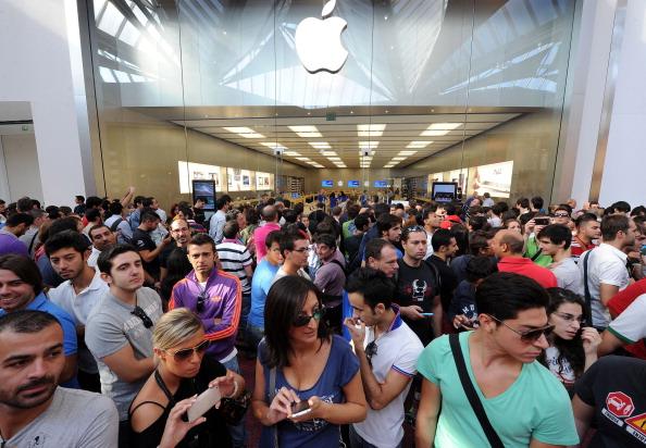 161 92511APPLE 02 - Apple открыл в Италии девятый магазин. Фоторепортаж из  Катании