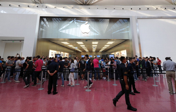 161 92511APPLE 03 - Apple открыл в Италии девятый магазин. Фоторепортаж из  Катании