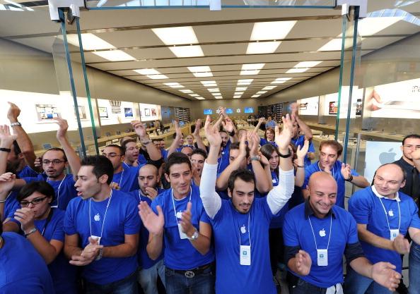 161 92511APPLE 05 - Apple открыл в Италии девятый магазин. Фоторепортаж из  Катании