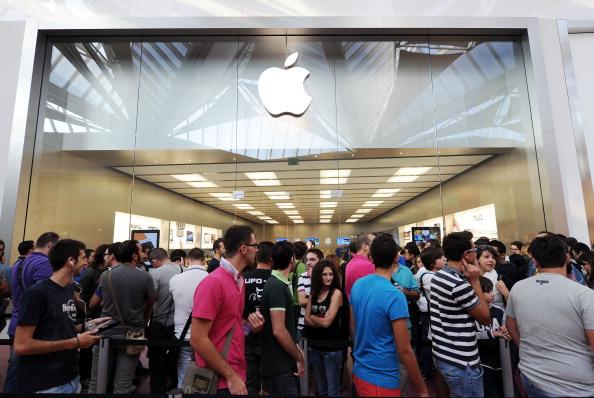 161 92511APPLE 06 - Apple открыл в Италии девятый магазин. Фоторепортаж из  Катании