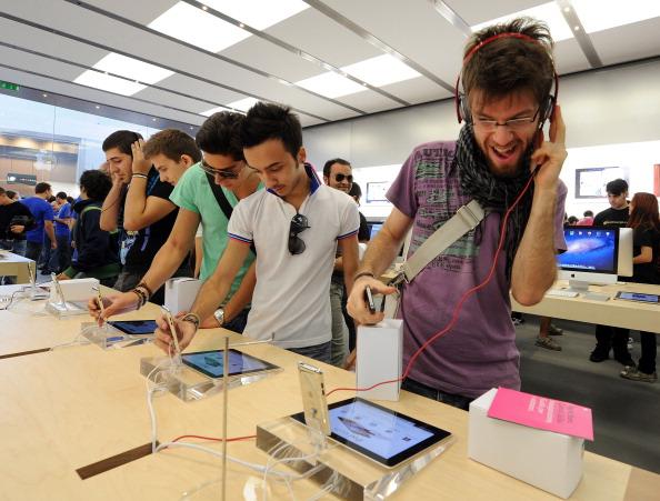 161 92511APPLE 07 - Apple открыл в Италии девятый магазин. Фоторепортаж из  Катании