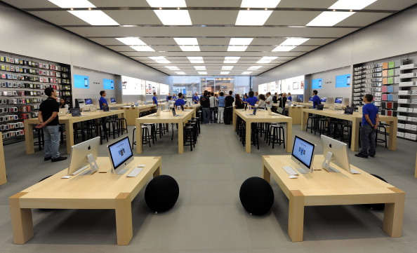 161 92511APPLE 08 - Apple открыл в Италии девятый магазин. Фоторепортаж из  Катании