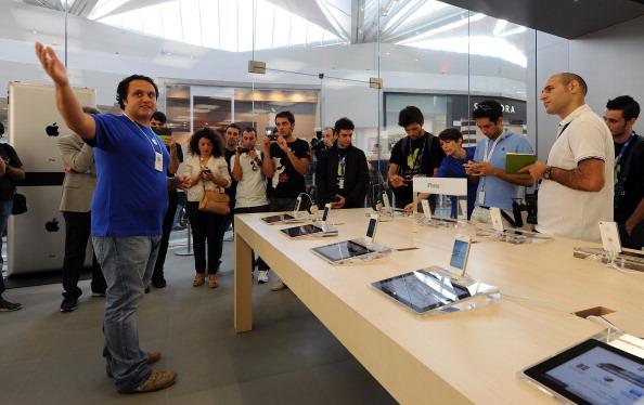 161 92511APPLE 11 - Apple открыл в Италии девятый магазин. Фоторепортаж из  Катании